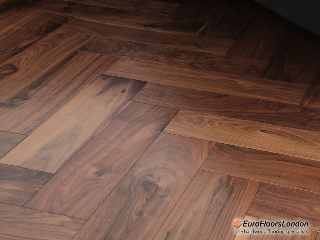 Engineered Walnut Herringbone, Natural, Lacquered – 18/4x90x450